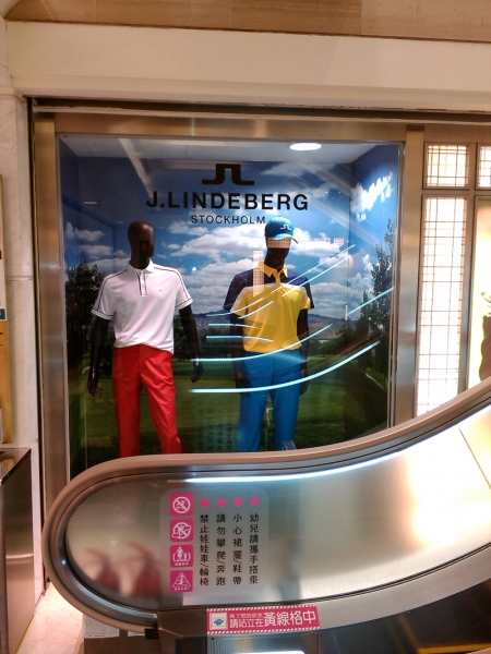 百貨公司櫥窗廣告
